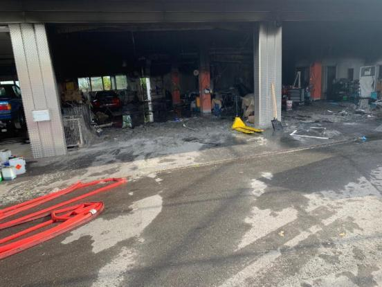 Brand in Garage Trümmerteile